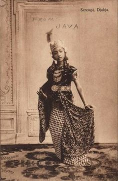 Sultanate of Yogjakarta, Java) (Netherlands Postcard) Indonesian Women, Indonesian Art, Ghost In The Machine, Ethno Style, Dutch East Indies, Javanese, Asia, Borneo, Women In History