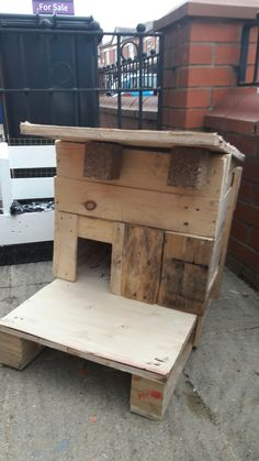 Bad weather shelter for our cat (and Squeaky up the road) made from pallets wood. Loki loves it, she climbed in it as soon as I'd finished it!