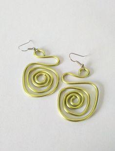 Aluminium earrings. Alumin wire earrings Contemporary jewelry. Gift for her. Green earrings. Dangle earrings. Aluminum jewelry #contemporaryjewelry