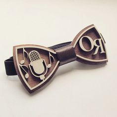 Wooden bowties - perfect accessories for you wedding! Cnc Wood, Woodworking Wood, Laser Cut Wood, Laser Cutting, Laser Cutter Ideas, Laser Cut Jewelry, Diy Cnc, Wooden Bow Tie, Silhouette Machine