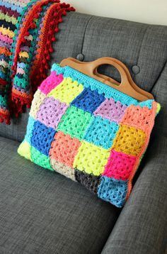 Granny Square Bag - free crochet pattern by Zeens and Roger.