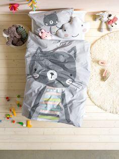 Micasa Kinderzimmer mit Bettwäsche KATE & Zierkissen NUBES Bed Linen, Linen Bedding, Rainbow Room Kids, Kids Bedding Sets, Textiles, Practical Gifts, Leopards, Sleeping Bag, Exotic Pets