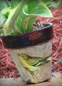 Floral-Painted Flower Pots Looking for decoupage ideas that celebrate all of the wonderful aspects of spring? Make a Decoupaged Clay Pot from Linda Pe. Flower Pot Crafts, Clay Pot Crafts, Fun Crafts, Shell Crafts, Book Crafts, Painted Flower Pots, Painted Pots, Painted Pebbles, Decoration Plante