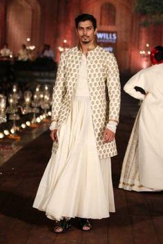 Rohit Bal at Wills Lifestyle India Fashion Week 2015 ! India Fashion Men, Indian Men Fashion, Indian Bridal Fashion, Ethnic Fashion, Indian Wedding Clothes For Men, Indian Wedding Wear, Rohit Bal, Man Skirt, Fashion Week 2015