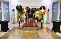 Фотозона на день рождения или вечеринку в стиле голливуд. Гигантские прозрачные шары с золотым конфетти и хвостом из тассел гирлянды. Золотые фольгированные шары звезды и черные шары звезды. Больше фотографий этой фотозоны у нас на сайте: http://www.tolstiyangel.ru/vzroslyj-den-rozhdenija    Black clear gold foil star big balloons with tassel garland party photozone  