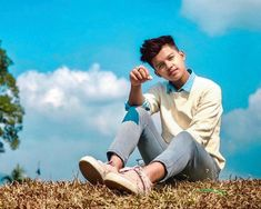 Biography of Riyaz tiktok star : age, favourites, gf, lifestyle and everything you want to know about Riyaz Aly. He belongs from jaigaon, Bhutan . Cute Boy Photo, Photo Poses For Boy, Poses For Photos, Boy Photos, Handsome Celebrities, Cute Celebrities, Celebs, Boy Photography Poses, City Photography