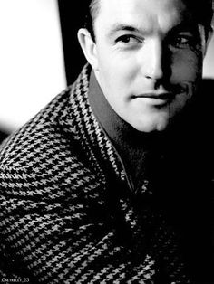 Gene Kelly... my Grampy looked just like him ;)