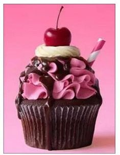 Cupcake Frosting, Cupcake Cakes, Cupcake Art, Buttercream Frosting, Cute Desserts, Delicious Desserts, French Desserts, Cupcake Drawing, Food Drawing