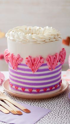 Valentines Day Desserts, Valentine Cake, Cute Desserts, Delicious Desserts, Cake Decorating Piping, Cake Decorating Videos, Cake Decorating Techniques, Cake Icing, Buttercream Cake