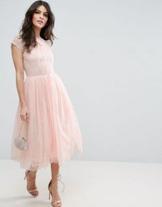 Discover the latest bridesmaid dresses with ASOS. Browse our range of bridesmaid dress styles including short, sequined, maxi and straplesses options. Shop now with ASOS. Pink Prom Dresses, Prom Dresses With Sleeves, Tulle Prom Dress, Trendy Dresses, Bridesmaid Dresses, Dress Up, Party Dresses, Dress Lace, Midi Dresses