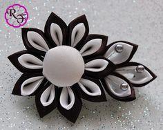 Kanzashi Flower Black / White ribbon flower por RainOfFlowers