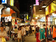 Sad that my parents are in Taiwan right now and I'm not there to eat/shop my way through the night markets :(