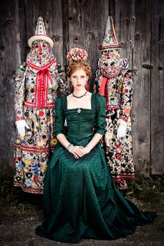 TRADITION AUTUMN WINTER 2014/15 | Lena Hoschek: borrows from Elizabethan period and perhaps the late 19th century as well.