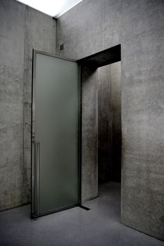 Kunsthaus Bregenz by Peter Zumthor Peter Zumthor, Loft Interior Design, Exterior Design, Architecture Details, Interior Architecture, Ancient Architecture, Sustainable Architecture, Landscape Architecture, New Door Design