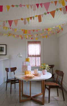 pretty party Train Themed party train theme party DIY Party Decor - use old fabric scraps to make this cute garland. Fabric Garland, Bunting Garland, Buntings, Bunting Ideas, Garland Ideas, Paper Garlands, Fabric Bunting, Spring Projects, Diy Projects