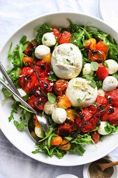 Roasted Tomato and Burrata Caprese Salad #healthysalad