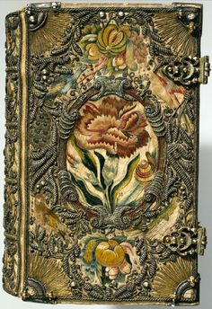 Textile bookbinding The Netherlands, 1615-1620. Contents: Biblia. Leyden, Udrich…