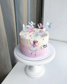 Нежность на первый месяц🌸 Внутри очень шоколадный «Ферреро»🍫 По вопросам заказа просьба писать в директ, а ещё лучше в вотсап… Baby Cakes, Baby Birthday Cakes, Girl Cakes, Pretty Cakes, Beautiful Cakes, Amazing Cakes, Hand Painted Cakes, Fondant Tutorial, Specialty Cakes