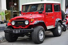 Check out these Toyota Land Cruiser images: Toyota Land Cruiser Image by Nicolas Lannuzel Toyota Fj40, Toyota Fj Cruiser, Toyota Trucks, Toyota Cars, 4x4 Trucks, Cool Trucks, Classic Trucks, Classic Cars, Jeep Suv