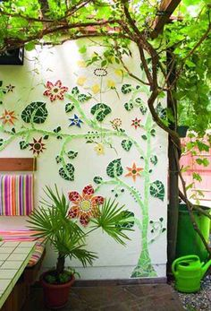 Image from http://homemydesign.com/wp-content/uploads/2015/07/garden-walll-art-mosaic-projects.jpg.