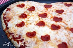 Mommy's Kitchen: Heart Shaped Pizza {Valentines Day Family Dinner}