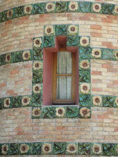 Antoni Gaudí > El Capricho in  Comillas bij Santander, 1883-1885