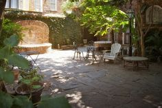 courtyards in charleston sc | Landmarks: Pirates Courtyard, The Pirate House, Charleston, South ...