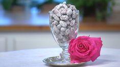 Nougatmandler opskrift - I det søde liv bliver der lavet disse nemme mandler, der er gode at servere sammen med kaffen, efter maden, eller som en lille snack når gæsterne ankommer