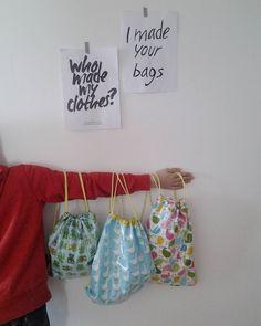 Sacca porta tutto - Fashion revolution - #whomademyclothes #imadeyourbags https://www.facebook.com/bichofeo.creativita.in.movimento/