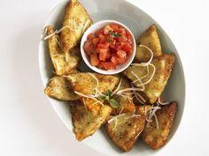 Ravioli aus der Pfanne mit Tomatensugo ist ein Rezept mit frischen Zutaten aus der Kategorie Pasta. Probieren Sie dieses und weitere Rezepte von EAT SMARTER!