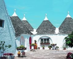 Ongewoon wonen in speciale huizen: zicht op de trulli in Puglia, Italië