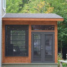 Ensemble porte et fenêtres installé sur la véranda d'un client de Prévost Small Backyard Decks, Backyard Plan, Backyard Gazebo, Backyard Retreat, Screened Gazebo, Screened Porch Designs, Porch Interior, Gazebo Plans, Cottage Porch