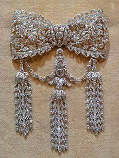 Bell Epoque for the day! Cartier diamond brooch