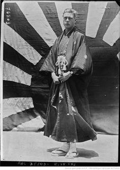 Глядя сквозь время.Принц Уэльский Эдуард, будущий король Эдуард VIII, в Японии в апреле 1922 года