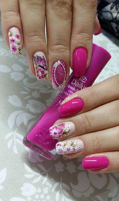 Mias uma galeria de imagens para quem está procurando unhas decoradas em pink ou cor de rosa, um clássico delicado que nunca sai da moda e está na preferên Nail Trends, Pedicure, Nail Art Designs, Hair Beauty, Lily, Polish, Rosa Pink, Pretty, Bling Nails