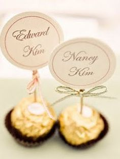 Edible Place Card, instead of Ferroro Roche, make my golden Oreo truffles… Name Place Cards, Wedding Place Cards, Name Cards, Wedding Table, Wedding Favours, Wedding Themes, Wedding Decorations, Wedding Souvenir, 2017 Wedding