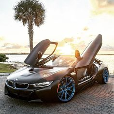 The BMW was unveiled at the Frankfurt Motor Show in 2013 and is a plug in hybrid sports car. The combines a turbo charged motor with a large electric engine and the car has some impressive performance figures. Bmw I8, Audi, Porsche, Ferrari, Lamborghini Cars, Luxury Boat, Luxury Cars, Bugatti, Design Transport