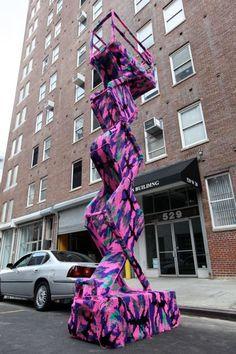yarn bombing in ny  -------------------------------------------  mettiamoci una pezza!   una città ai ferri corti  urban knitting a l'aquila, 6 aprile 2012  per partecipare: http://mettiamociunapezza.wordpress.com/come-partecipare/