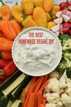 Easy homemade veggie dip recipe with sour cream.waaay better than store bought ranch. Veggie Plate, Veggie Tray, Homemade Veggie Dip Recipe, Ranch Vegetable Dip Recipe, Ranch Dip Recipe Sour Cream, Homemade Ranch Dip, Vegetable Dip Healthy, Dip For Veggies, Cream Cheese Veggie Dip