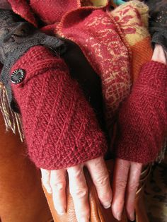 stella gloves {free knitting pattern}