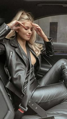 Leather Catsuit, Leather Trousers, Leather Boots, Black Leather, Leather Jacket, Head And Shoulders Shampoo, Leder Outfits, Leather Fashion, Fall Outfits