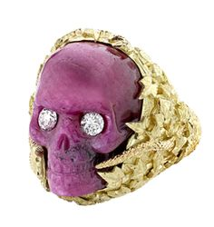 RUBY IVY SKULL RING - THEO FENNELL This carved Coral Skull Rings echos the memento mori.which have been the central theme in great jewellery. This Ring needed the brilliance of the carving, done by the very best in the world, (and a dying art) & the gol Skull Jewelry, Jewelry Art, Fine Jewelry, Skull Rings, Viking Jewelry, Skull And Bones, Handcrafted Jewelry, Jewelery, Bling
