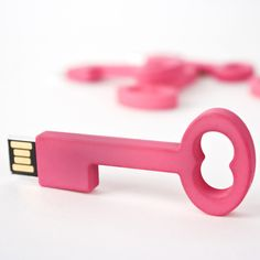 Clé USB Key 4GB Pink design inspiration on Fab. way cute way to start the new semester!