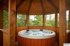 Jacuzzi/gazebo in the mountains!