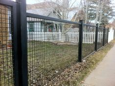 4 Worthy Tips AND Tricks: Front Yard Fencing Black fence for backyard outdoor spaces.Vinyl Fence Repair horizontal fence over chain link.Horizontal Fence Over Chain Link. Hog Wire Fence, Farm Fence, Diy Fence, Fence Landscaping, Backyard Fences, Fence Gate, Cattle Panel Fence, Metal Fences, Welded Wire Fence