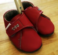 Raspberry coloured soft sole shoes for babies with cute embroidery and wool felt liner for extra warmth. Made in Germany! Kid Shoes, Baby Shoes, Raspberry Color, Cute Embroidery, Wool Felt, Leather Shoes, Clogs, Germany, Babies