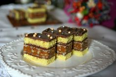 prajitura Raluca Romanian Desserts, Romanian Food, Romanian Recipes, Scottish Recipes, Turkish Recipes, Food Truck Desserts, Sweets Recipes, Cooking Recipes, Cake Decorating