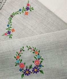 Small Flowers, Cross Stitch Patterns, Needlework, Kids Rugs, Embroidery, Sewing, Embroidered Towels, Stitch Patterns, Cross Stitch Designs