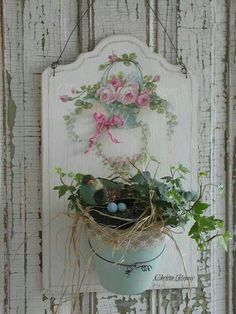 Hand painted planter, Christie Repasy                                                                                                                                                                                 Mais