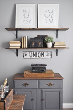Farmhouse style is the perfect combination of so many things: vintage, rustic, handmade, collected, cozy. The list goes on! Create chic spaces with country flair and homey vibes with inspiration found in farmhouse finds. 1. Style Step One There's a number of things that will help you along your path to creating the perfect farmhouse-style [...]